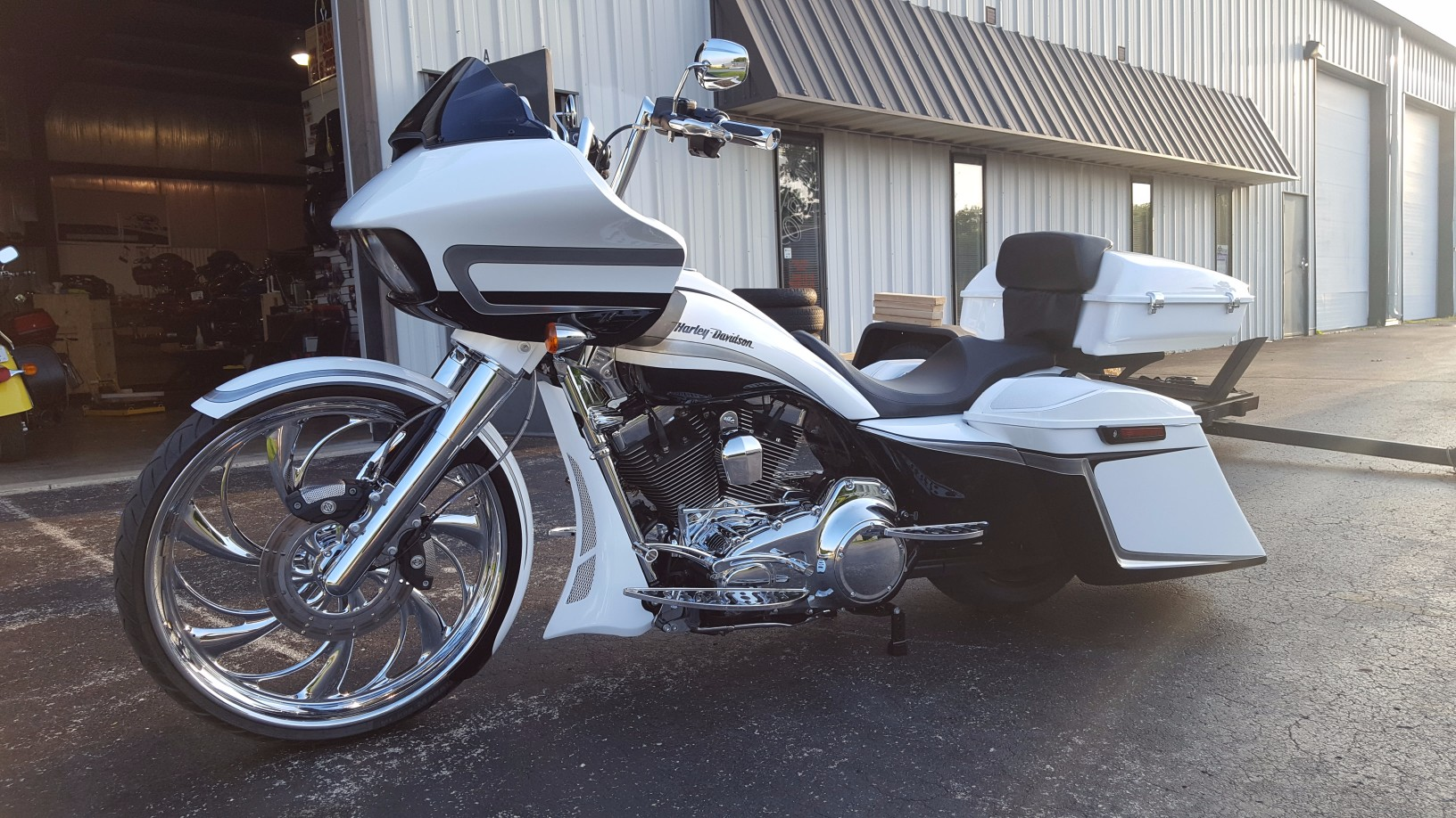 White 120st Screaming Eagle 2016 Road Glide Special