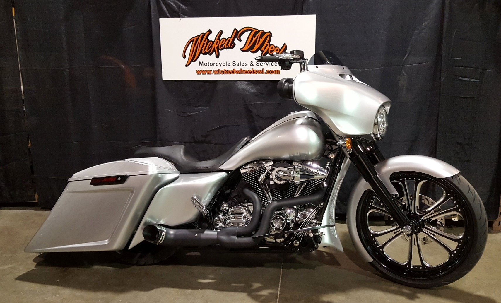 The Good And Very Very Bad Education >> CLASSIC SILVER ON BLACK – 2016 STREET GLIDE SPECIAL   Milwaukee Custom Cycles